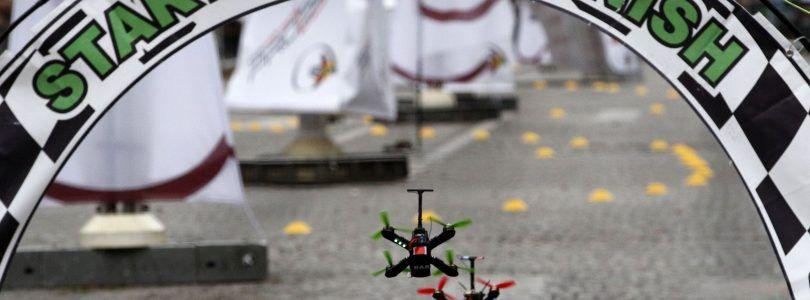 ¿Te gustan los drones de carreras? Mira la precisión del campeón de este torneo