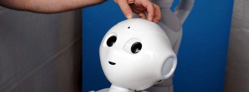 Pepper, el robot capaz de leer tus emociones sale a la venta este mes en Japón