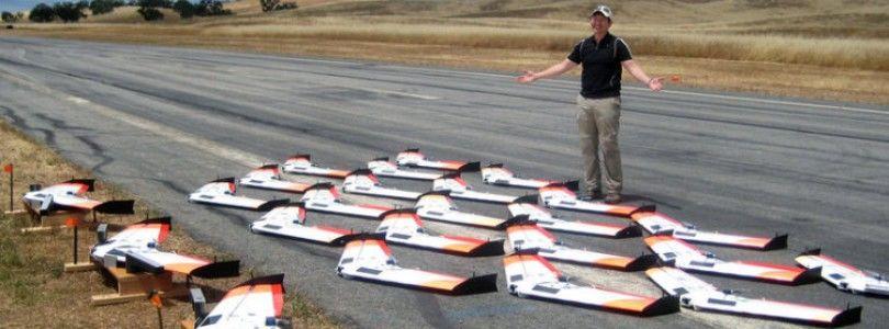 Enjambre de 30 drones simultaneos controlados a la vez